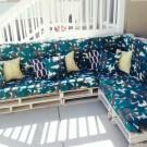 Голубой диван из поддонов