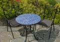 gartentisch-aus-mosaik-blaue-farbe