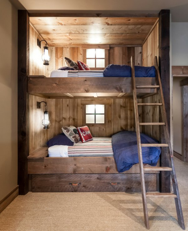 Двухъярусная кровать на даче