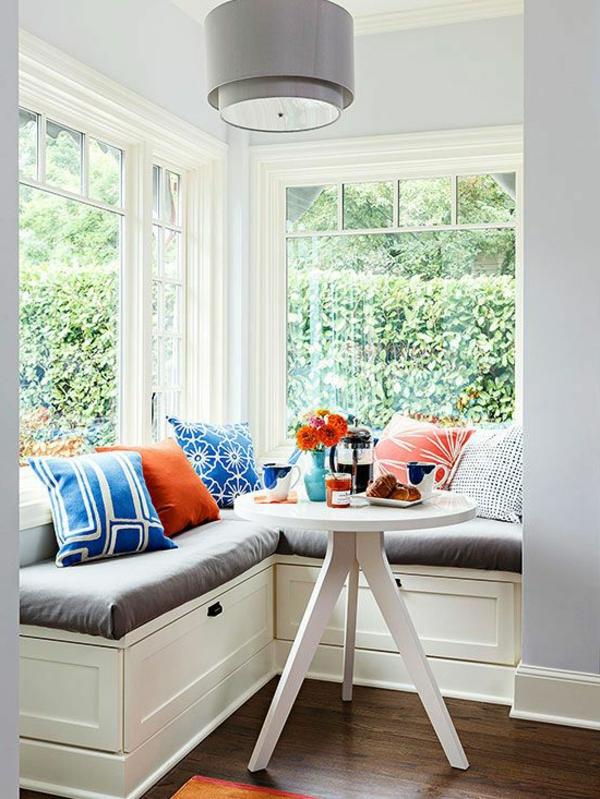 interior-design-ideen-sitzbank-holz-im-esszimmer-in-weiß