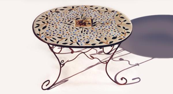 schöner-mosaik-tisch-herrliches-modell