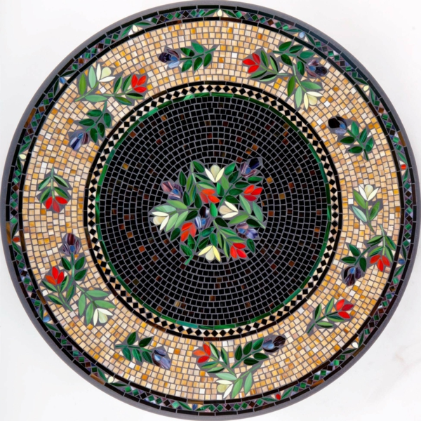 schöner-mosaik-tisch-super-modell-weißer-hintergrund