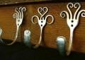 Фото оригинальные крючки для одежды из металла из вилок