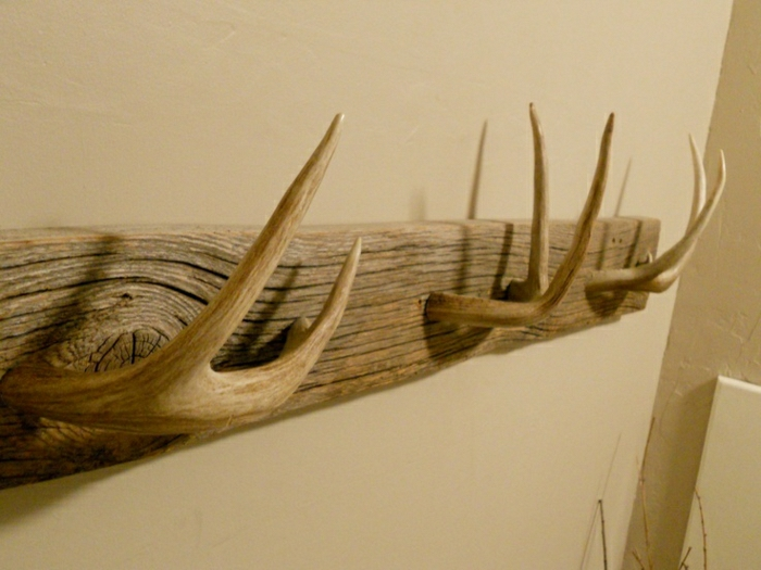 Фото деревянная вешалка для одежды с рогами