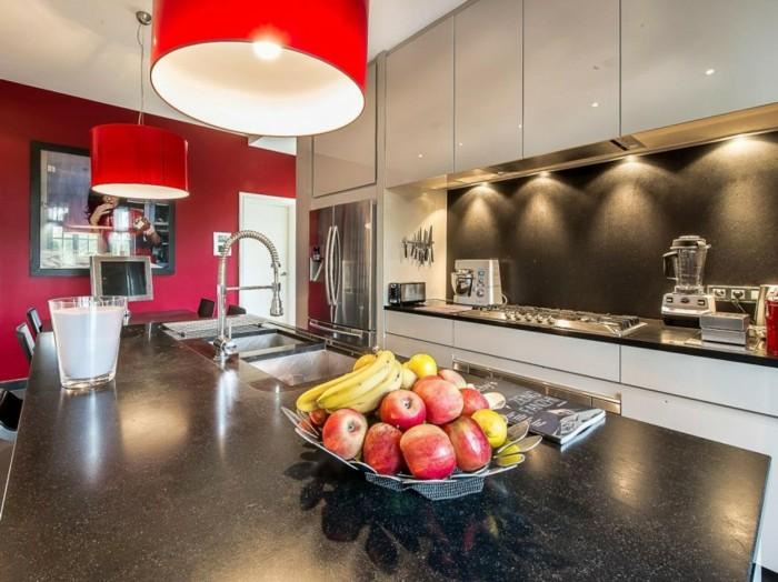 кухня современная обстановка белые фасады красная стена