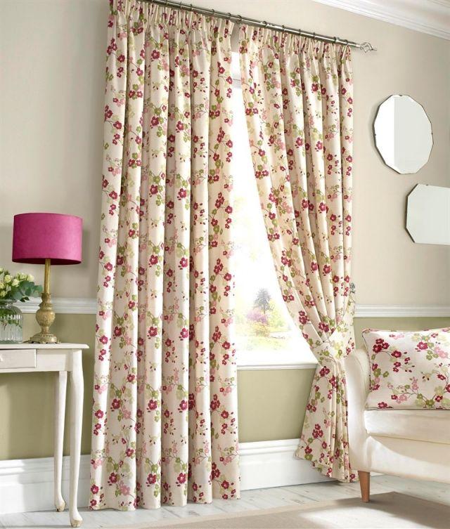 Длинные шторы с прихватом с мелким цветочным узором