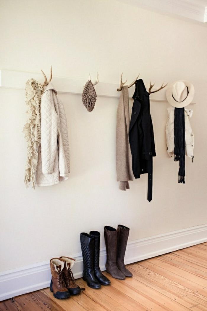 Фото настенная белая вешалка для одежды с рогами своими руками