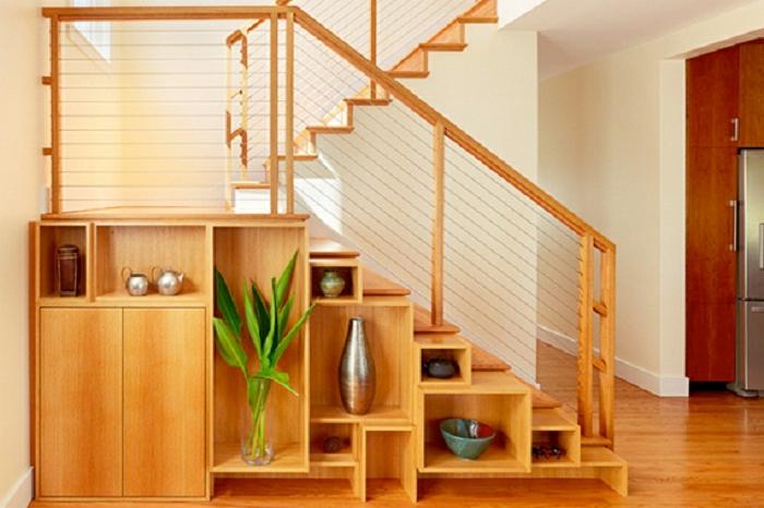 Лестница с полками