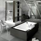 Серебристые стены ванной