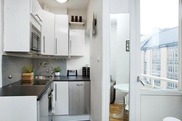 Маленькая кухня металлик с балконом