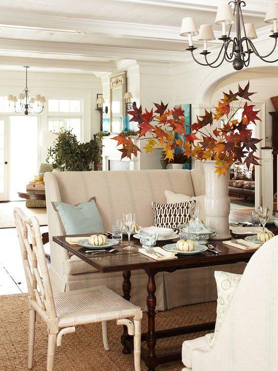 Декор интерьера кленовыми листьями