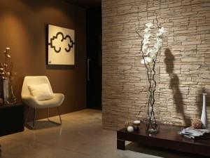 Декоративный камень в интерьере прихожей