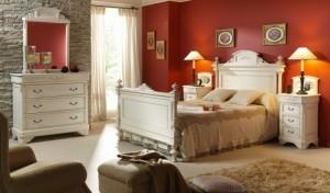 Спальня в стиле прованс со стеной декоративного камня