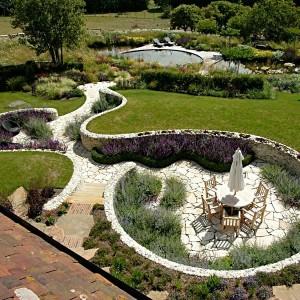 Роскошный сад из искусственного камня