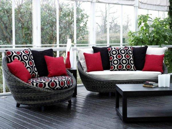 Строгий дизайн зимнего сада в красно-черных тонах