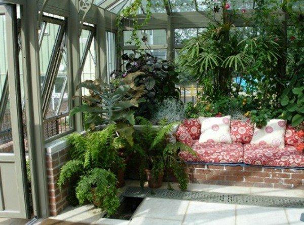 Строительство, остекление зимнего сада в частном доме.
