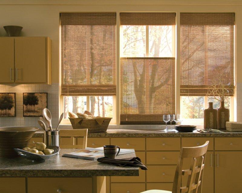 Бамбуковые римские шторы на кухне