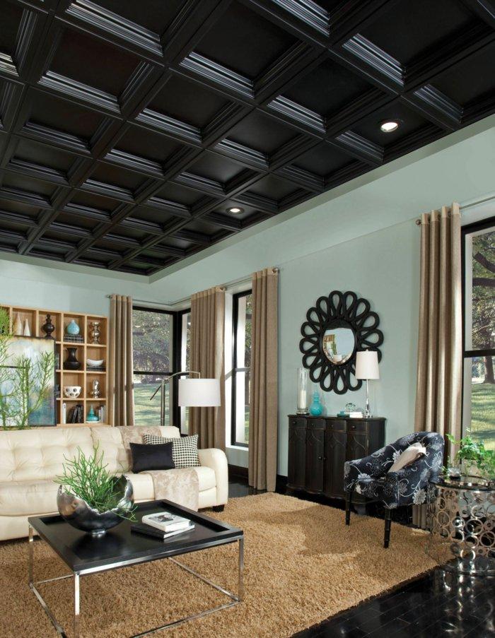 Черный кессонный потолок и бирюзовые стены в гостиной