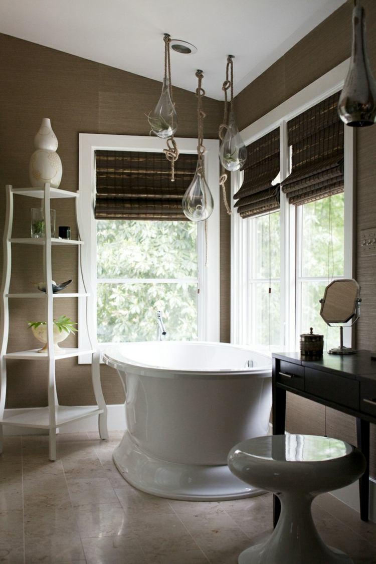 Деревянные шторы в ванной комнате