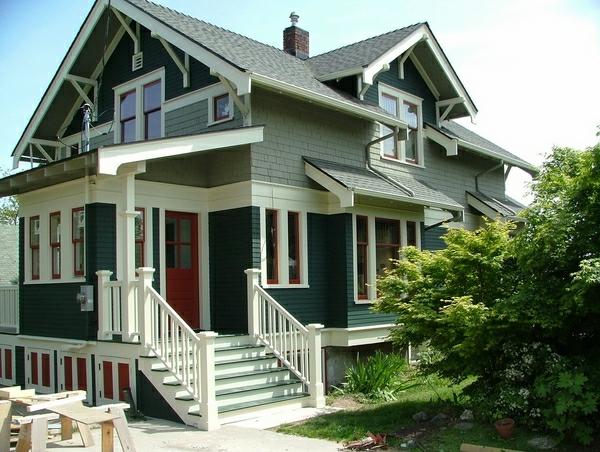 Фасадная облицовка дома под серый кирпич