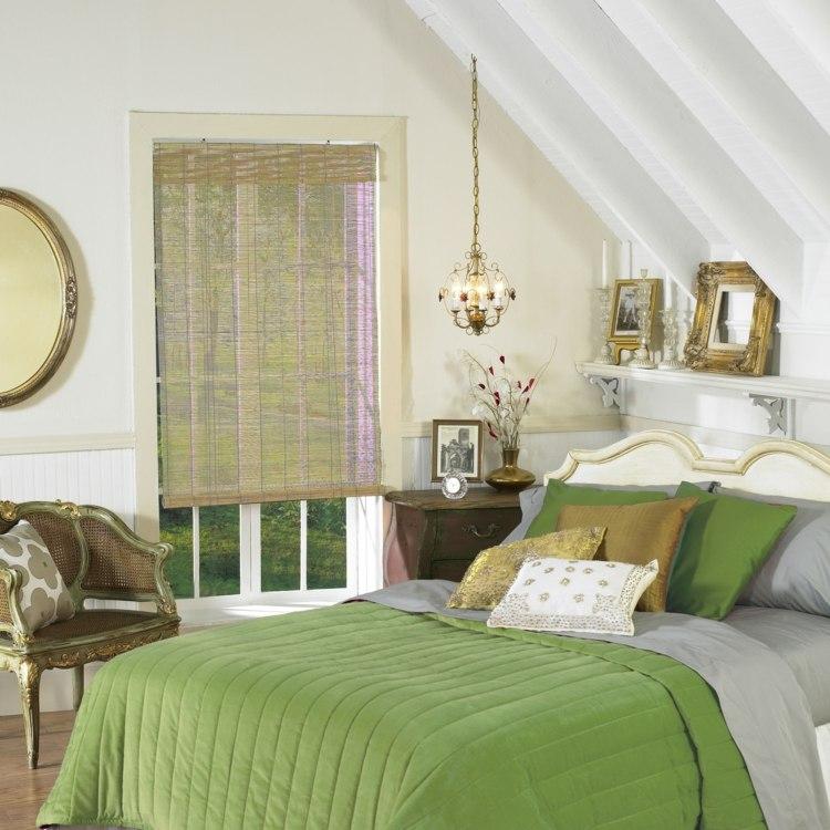 Римские шторы из бамбука в спальне