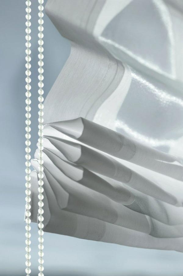 белая прозрачная римская штора
