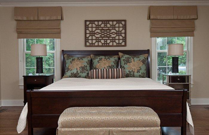 Двойные римские шторы в спальне