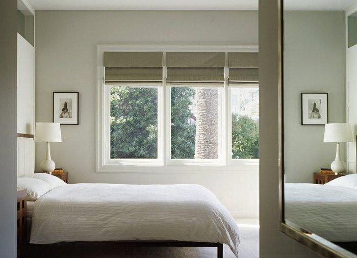 Простые римские шторы в спальне