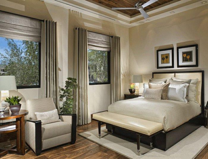 Римские шторы с гардинами в спальне