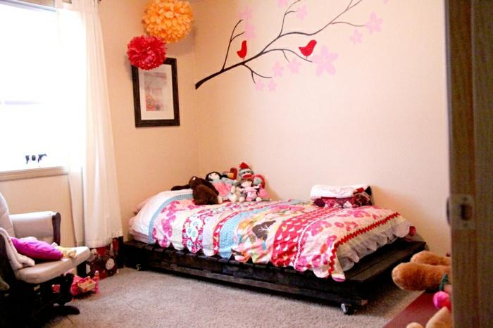 Кровать из поддонов для девочки
