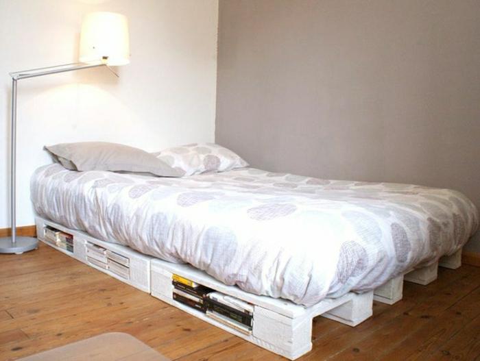 Нежная самодельная кровать из дерева