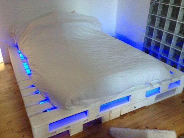 Оригинальный каркас кровати с подсветкой своими руками