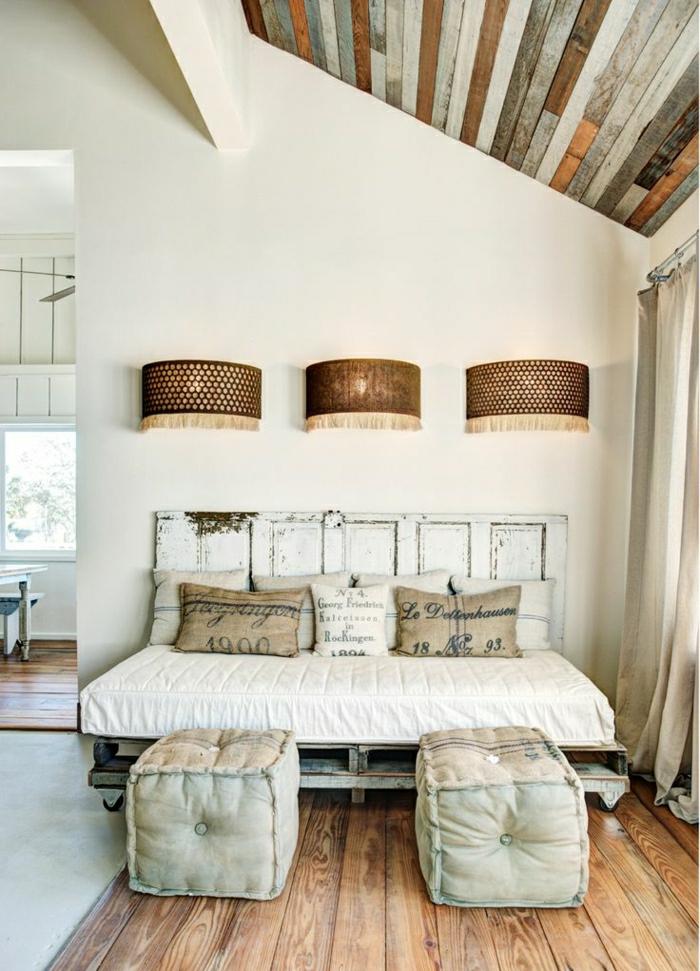 Винтажное оформление спальни с кроватью своими руками