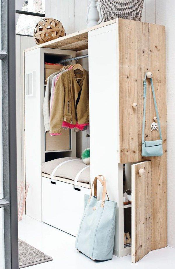 Удобный шкаф в скандинавском стиле для прихожей со скамейкой