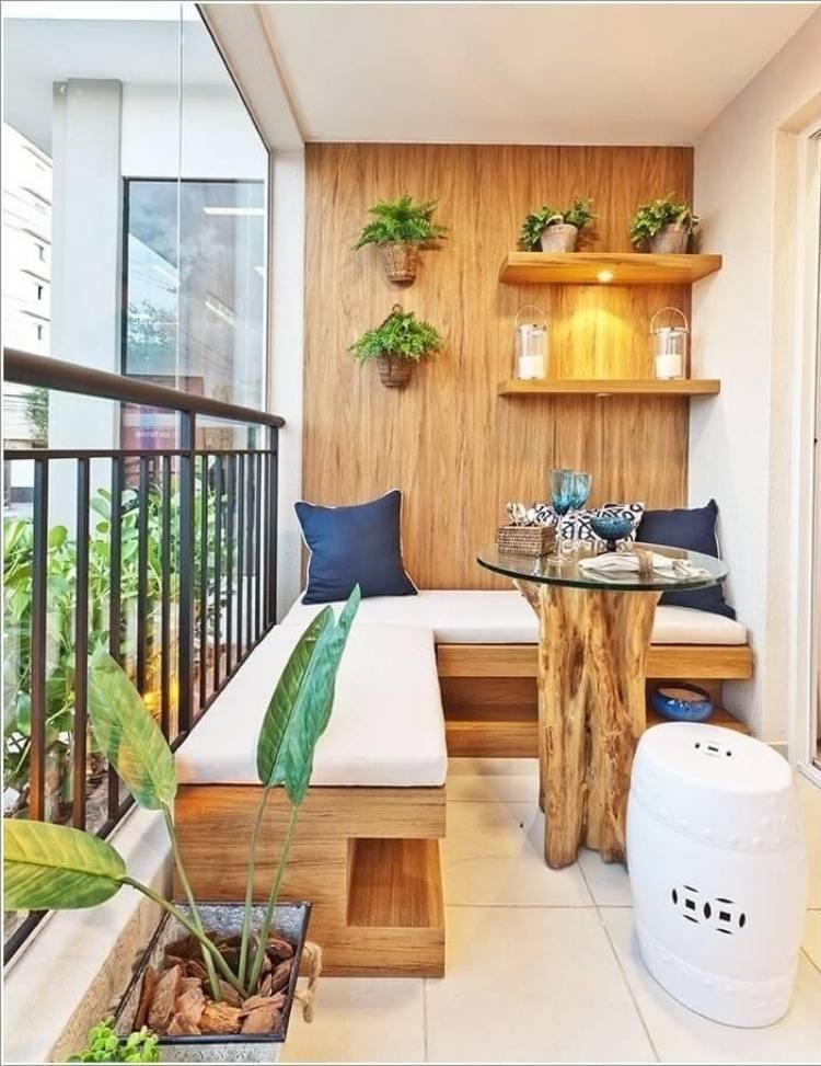 фото Отделка балкона деревом
