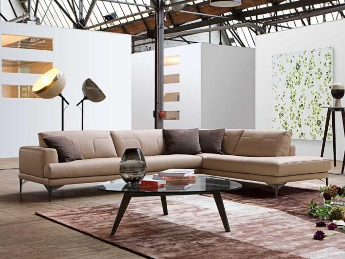 бежевый стильный угловой диван в гостиную фото