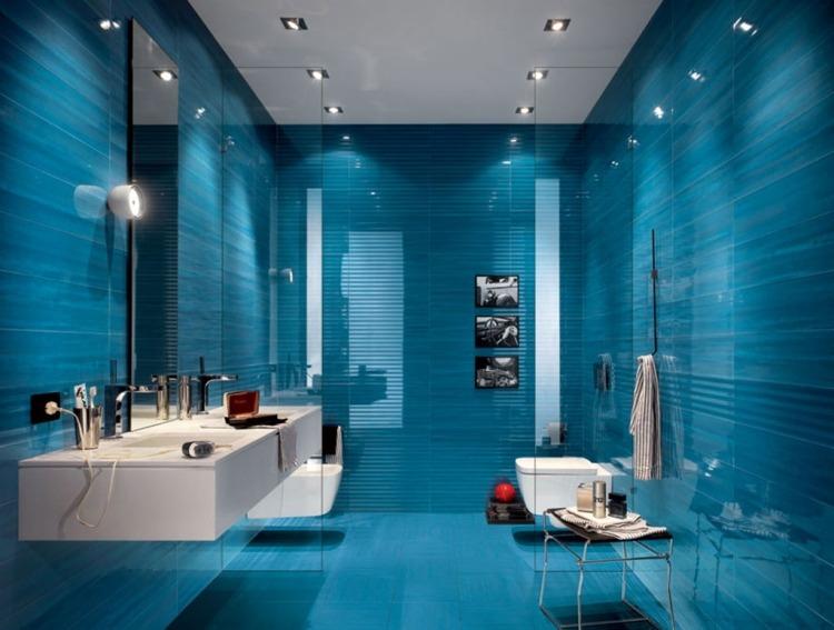 голубая плитка для ванной