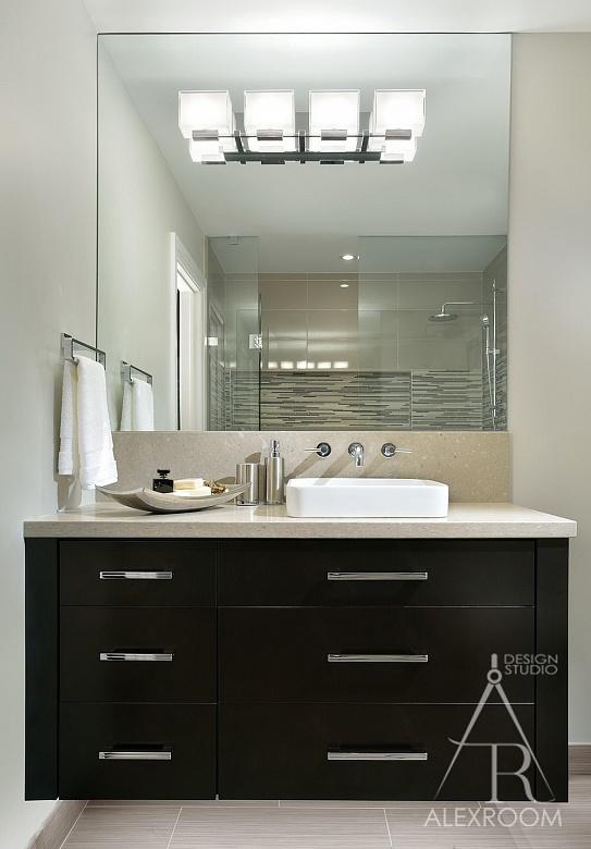 идея дизайна маленькой ванной нетральные цвета фото