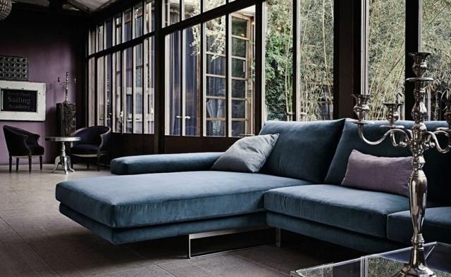 синий диван угловой с подушками фото бархатный