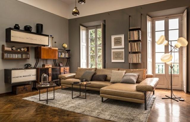 Ковер и угловой диван в интерьере гостиной