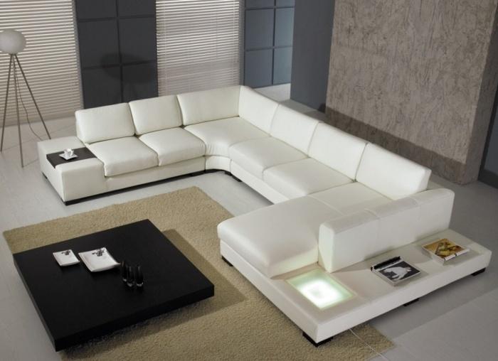 стильный белый угловой диван большой в интерьере гостиной фото черный журнальный столик