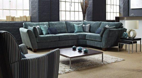 темно-серый угловой диван в гостиной фото