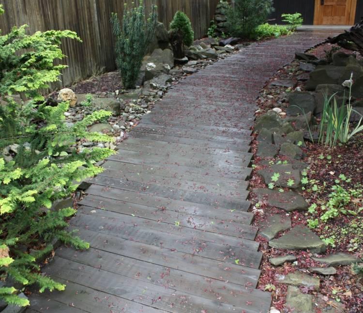 выложить деревянная садовая дорожка своими руками фото