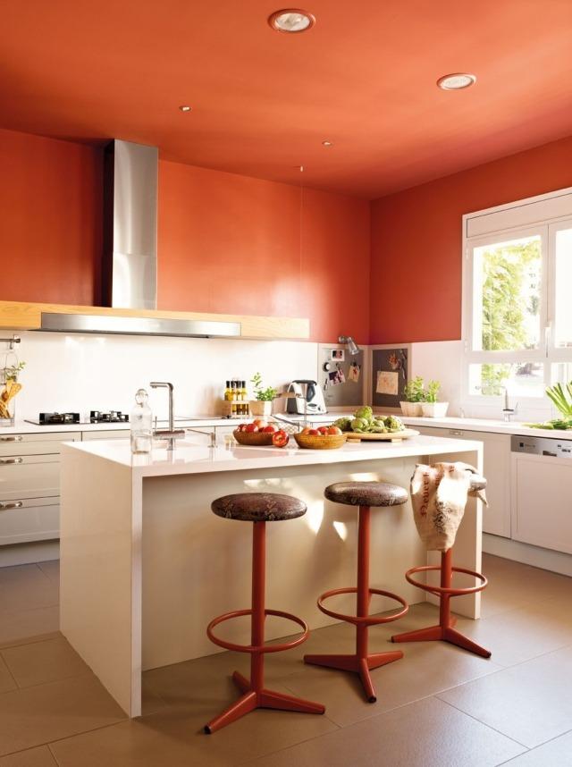 бело-оранжевая кухня фото