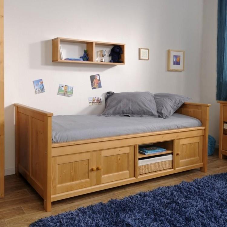 деревянная односпальная кровать с ящиками для хранения фото идеи для маленькой спальни