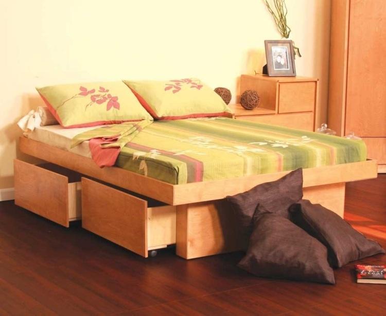 двуспальная кровать с большими выдвижными ящиками фото идеи для маленькой спальни