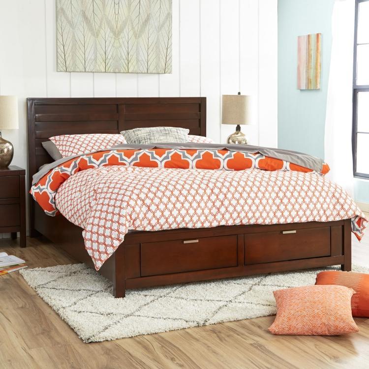 двуспальная кровать с ящиками в классическом стиле фото идеи для маленькой спальни