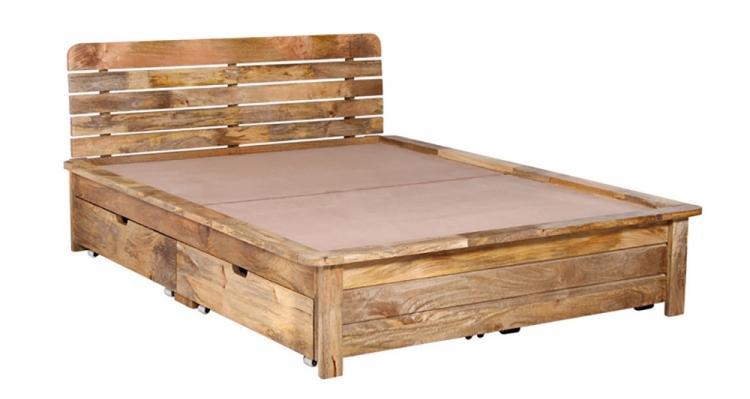 кровать из дерева с ящиками внизу фото идеи для маленькой спальни