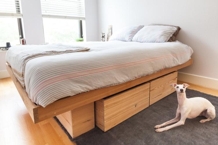кровать с выкатным ящиком массив дерева фото идеи для маленькой спальни