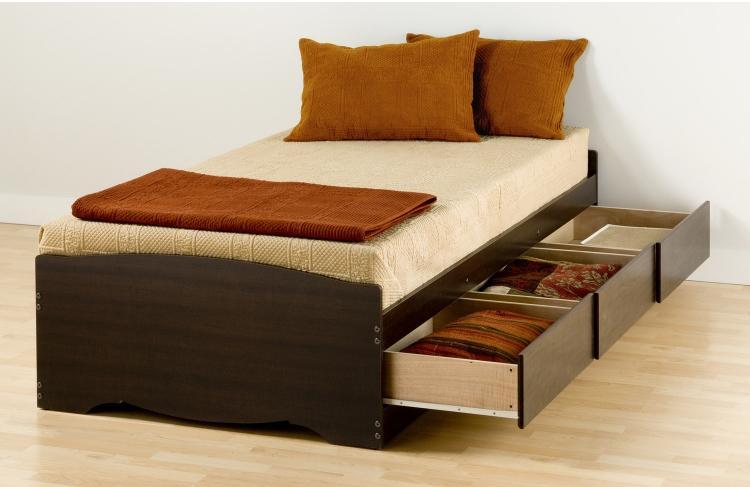 односпальная кровать с ящиками для белья фото идеи для маленькой спальни